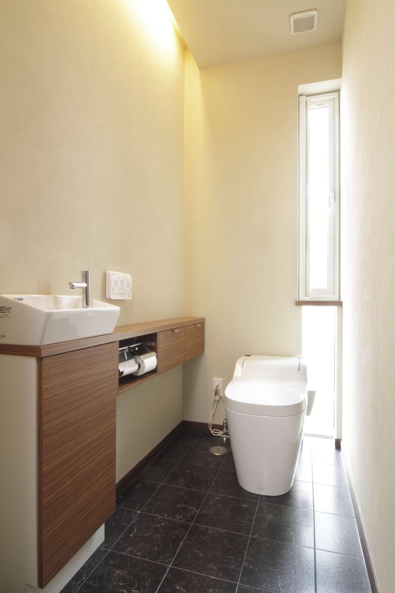 トイレにも明り取りの窓を上手にプラン -  -  -