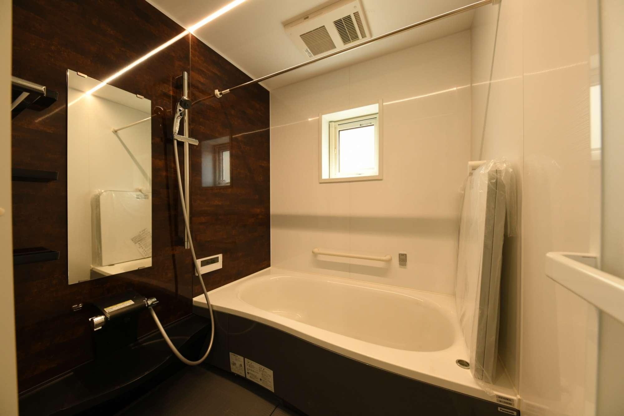 ゆったりとリララックスできる広いバスルーム -  -  -