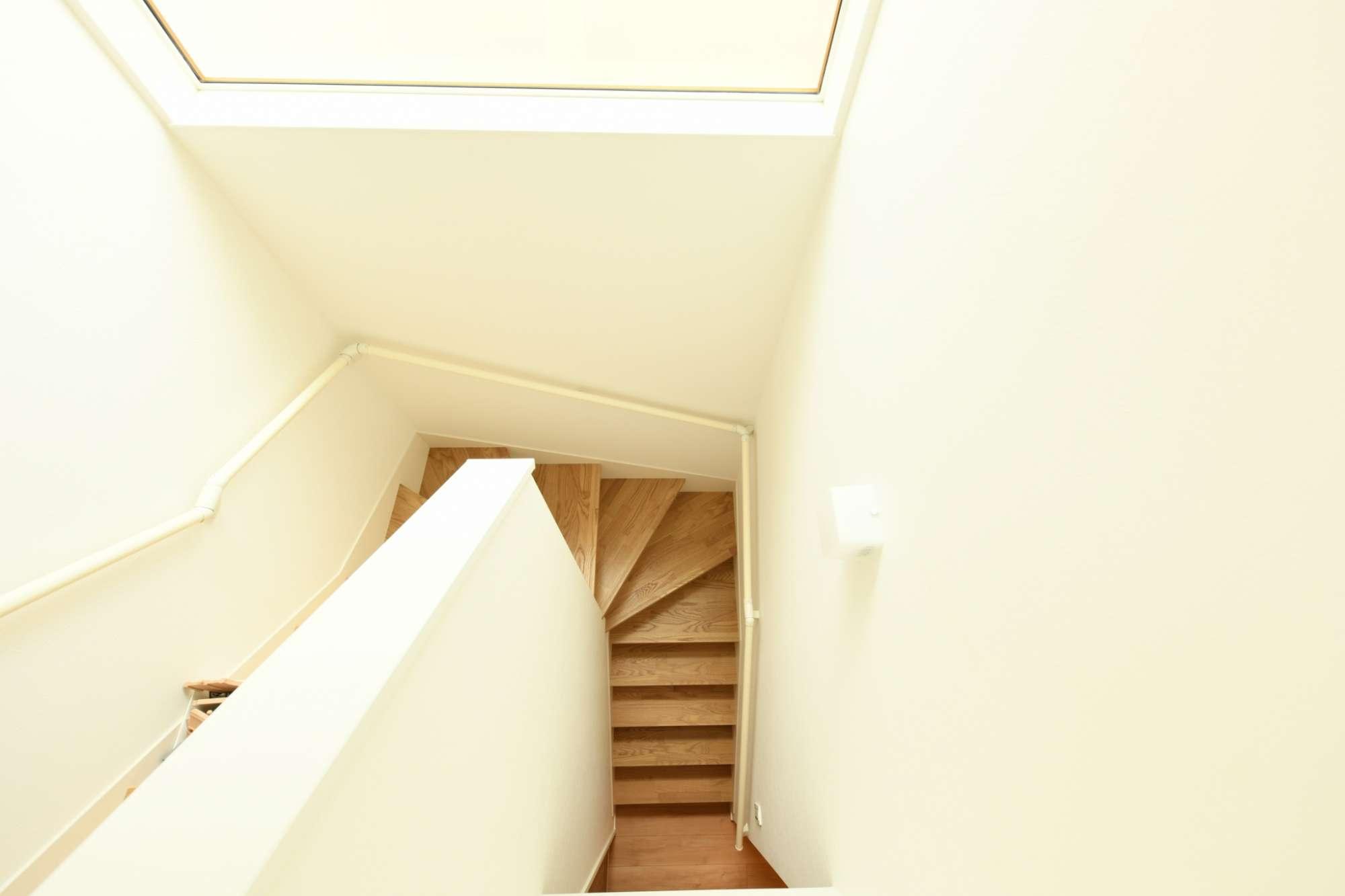 手すり付きで上り下りがしやすい階段 -  -  -
