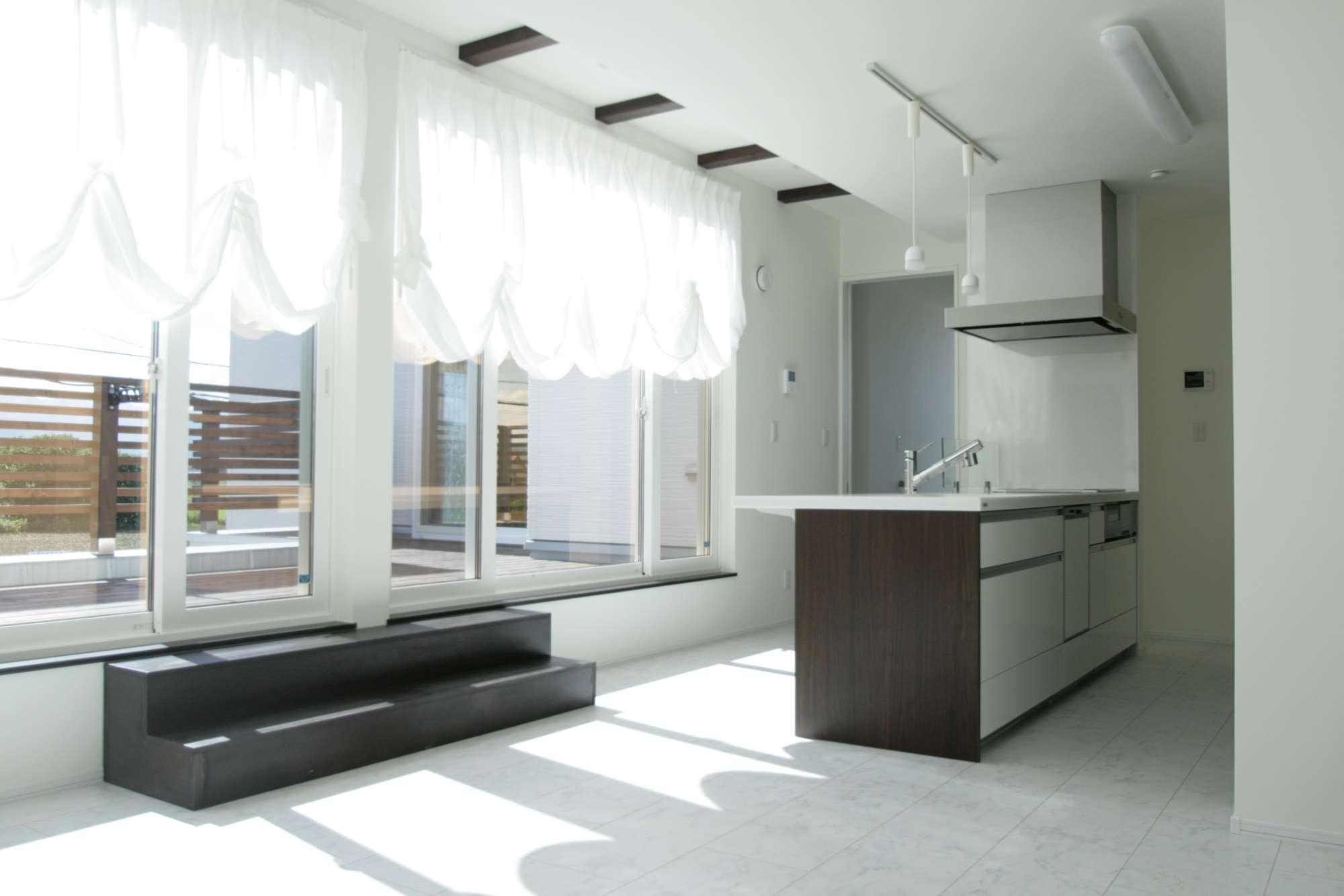 2階のリビングにはアイランドキッチンをプラン -  -  -