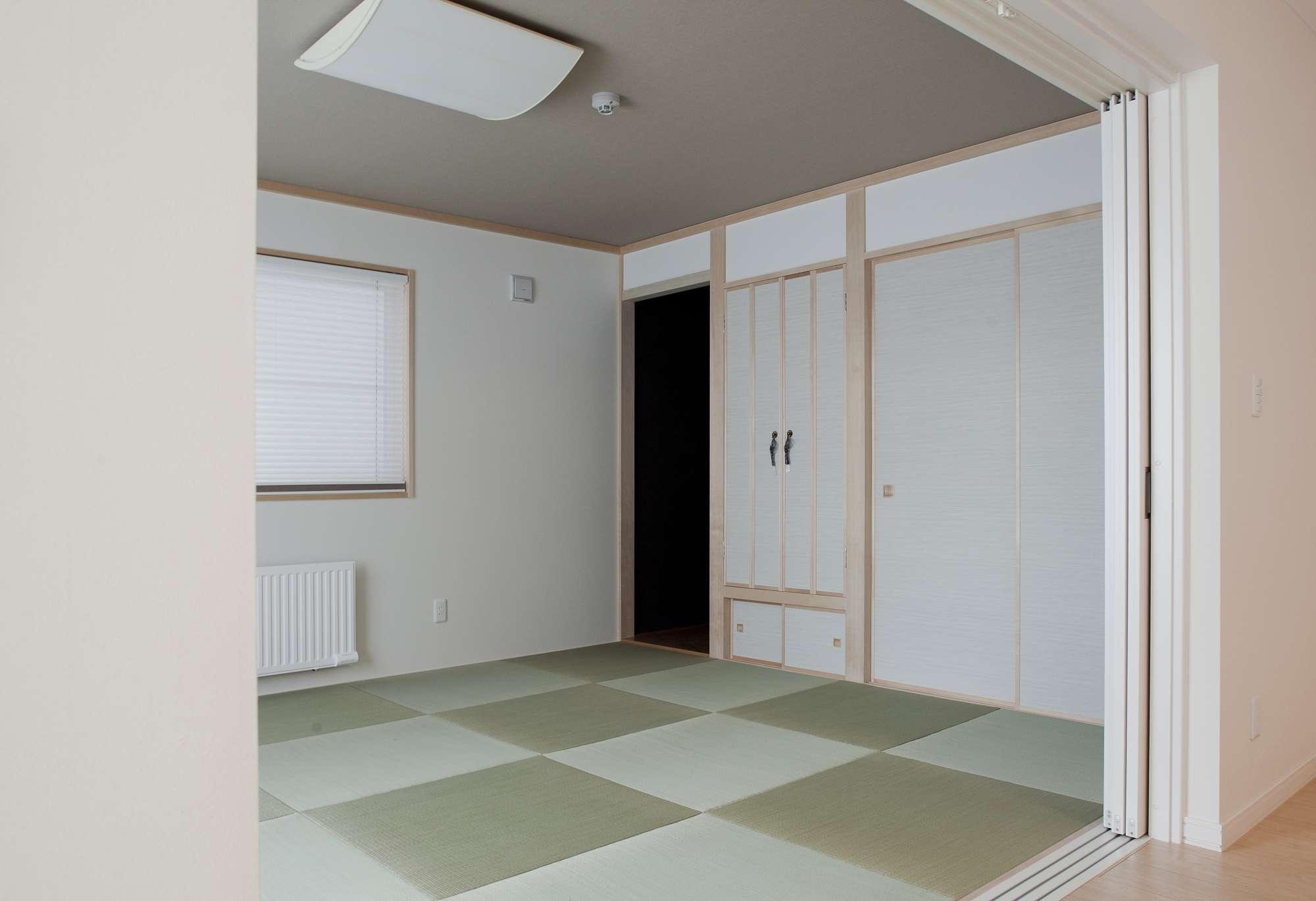 床の間や押入れなど、伝統的な設をモダンなデザインで再現した和室 -  -  -