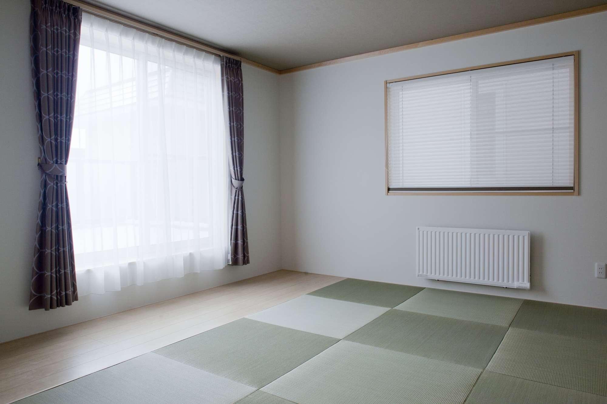 フロアは琉球畳とフローリングを組合わせることで、掃除もしやすい仕様に -  -  -