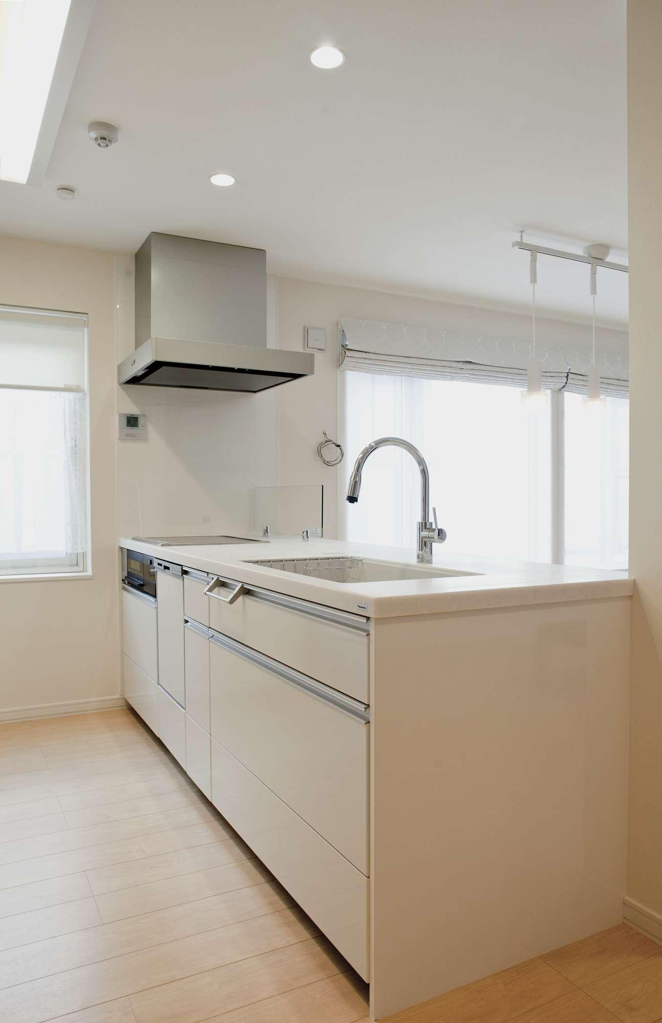 奥ゆきがあるフルフラットの天板が使いやすいキッチンはパナソニック社製 -  -  -